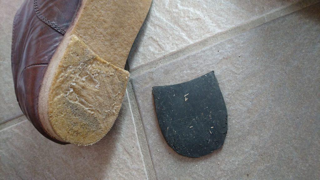かかと_ダイソー靴の修理屋さん_修理_とれた_革靴